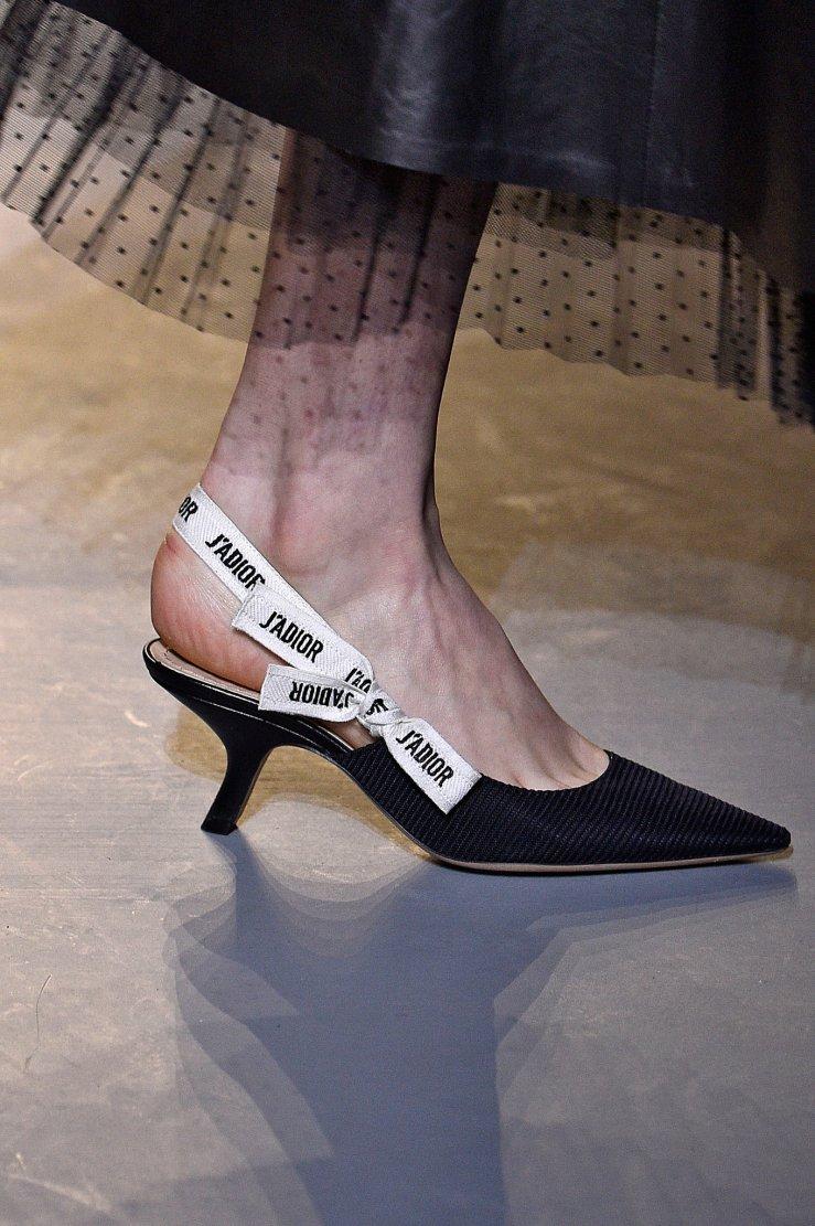 paris-daily-shoe-slide-2LOK-superJumbo-1